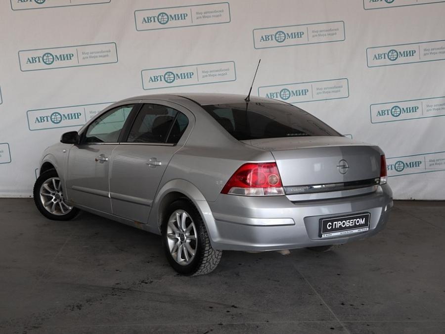 Opel Astra Sedan 2007 - 2014